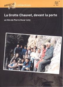 LA GROTTE CHAUVET, DEVANT LA PORTE