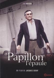 UN PAPILLON SUR L'ÉPAULE