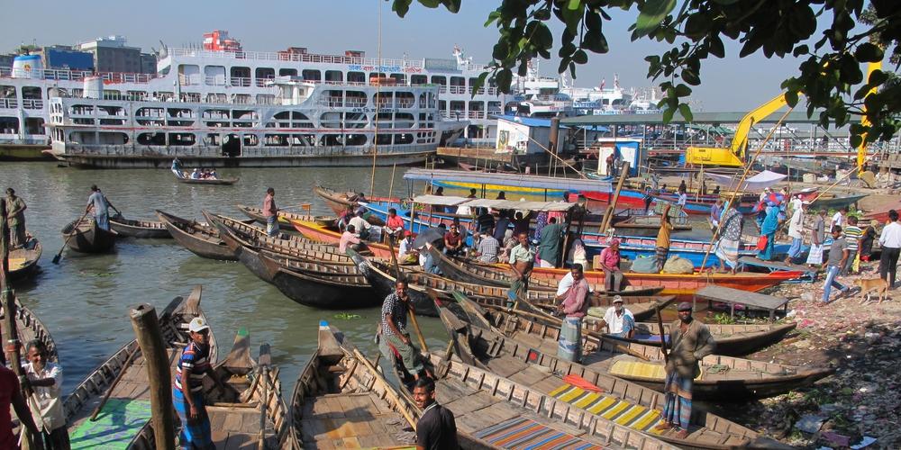 La rivière Buriganga à Dacca