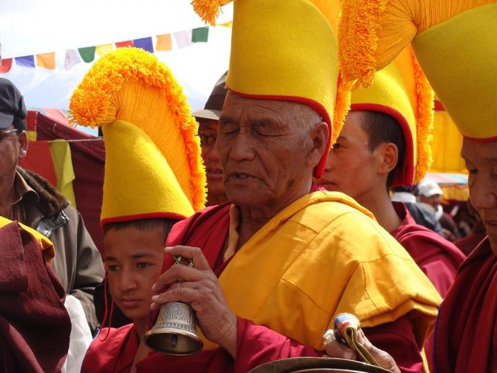 Clochette_Rite d'activation d'une statue gigantesque de Bouddha. Moines Gelugpa, Ladakh, 2014 (c) Photo A.-M. Vuillemenot  (6).
