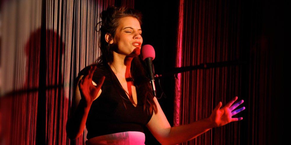 Julie juke-box / crédit photographique : Zvonock