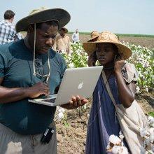 12 Years a Slave - photo de tournage avec Steve McQueen et Lupita Nyongo