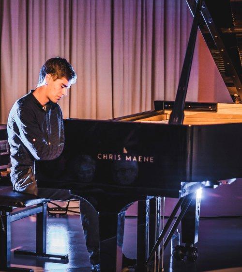 Bram De Looze piano