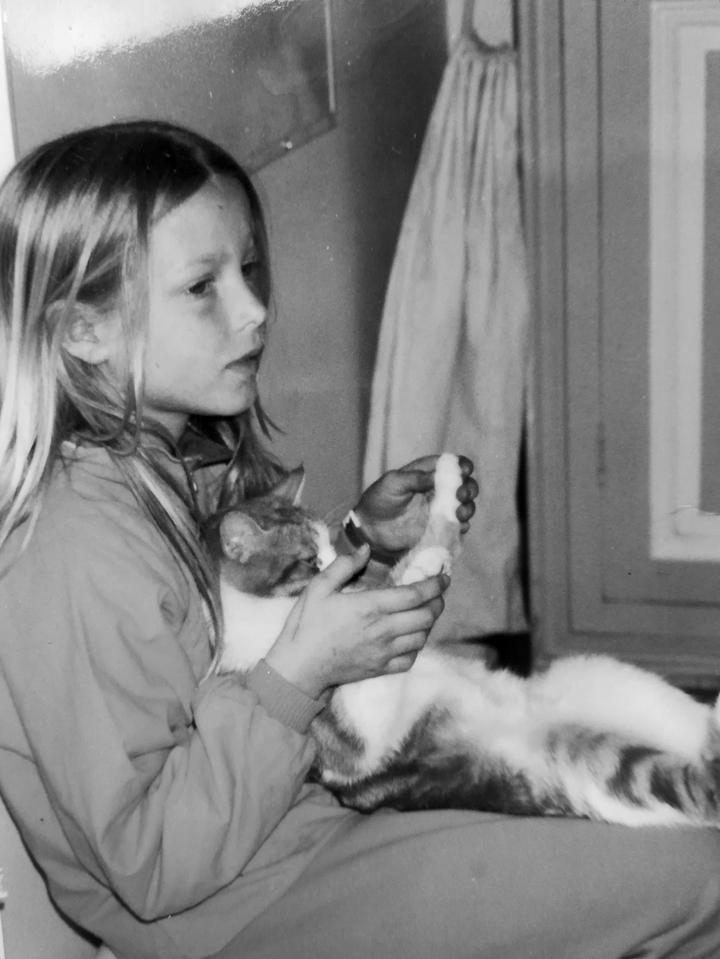 Clara-Fanise-8-ans-et-son-chat-1990