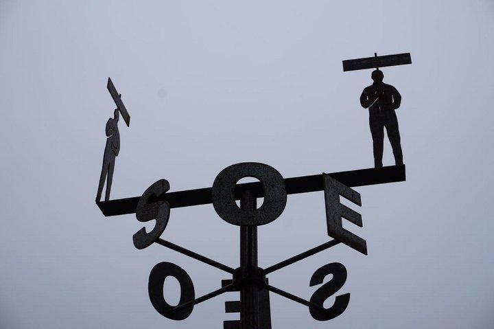 D'où vient le vent ? - expo Marchin - girouette Frans Daels