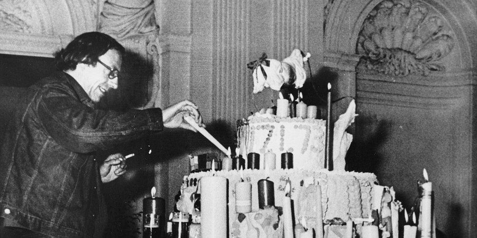 Robert Filliou fête l'anniversaire de l'art (1973)