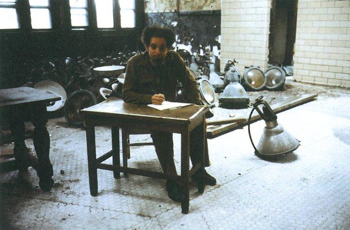 Georges Perec a Ellis Island en 1979 - (c) Editions P.O.L.
