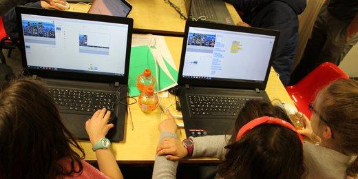 photo Game Jam fillettes devant écrans