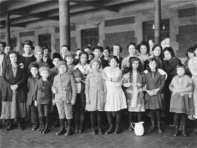 Immigrant Children Ellis Island - photo : Brown Brothers- public domain