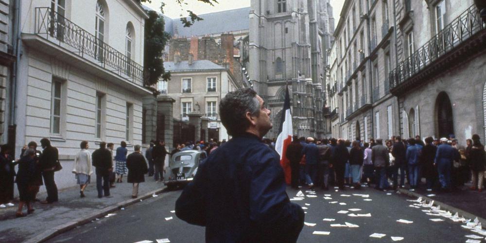 Jacques Demy sur le tournage d'Une chambre en ville (c) Ciné Tamaris
