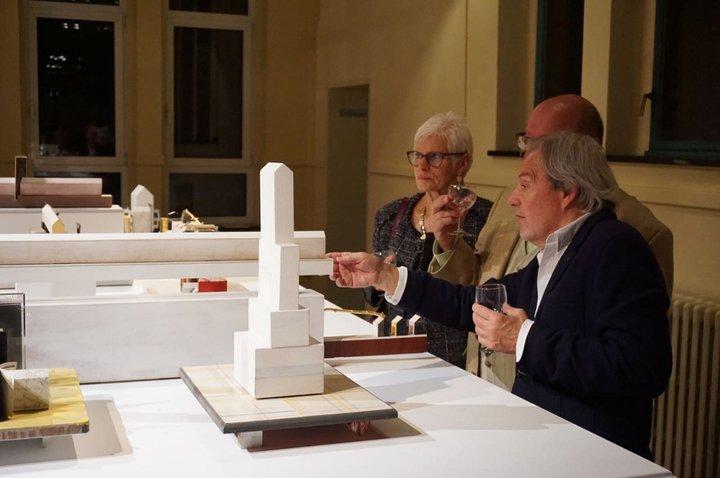 Jean-Marie Mahieu - La Fabrique de théâtre - l'artiste lors du vernissage