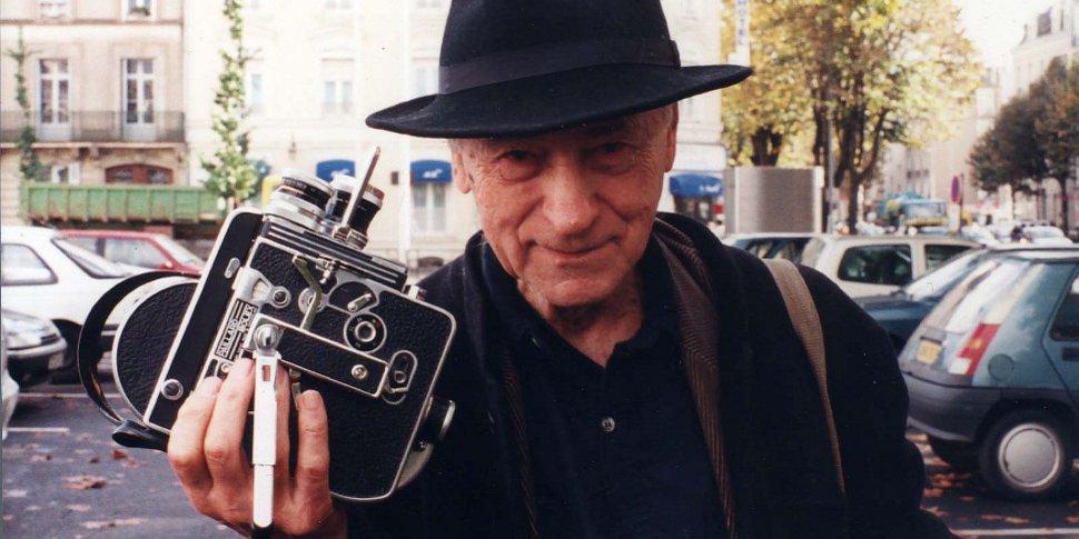 Jonas Mekas et sa caméra Bolex 16mm