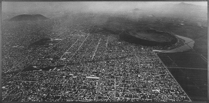 M02-PH-CSV_BURKHARD-Balthasar_Mexico_City_1998_137_x_277_cm[1].jpg