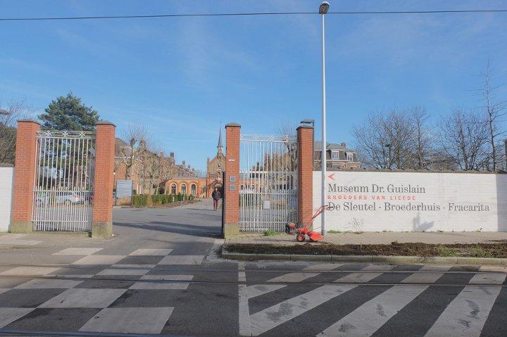 Musée Dr. Guislain - bâtiment vu de l'extérieur du site