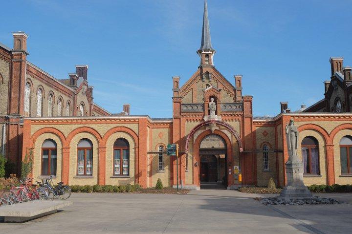 Musée Dr. Guislain - cour d'entrée