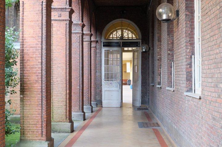 Musée Dr. Guislain - galerie couverte vers l'entrée du Musée
