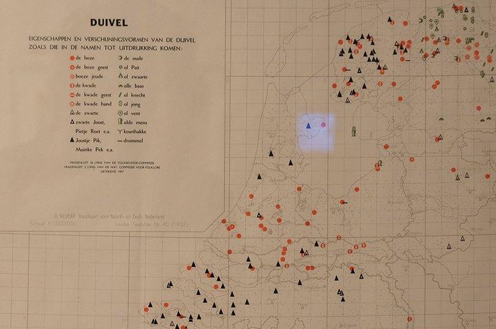 Musée Dr. Guislain - expo Angst - atlas des croyances populaires (ici dans le Diable)
