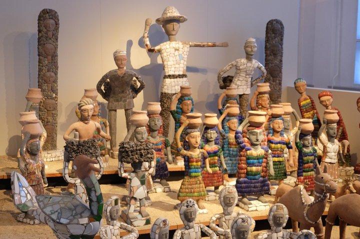 """Musée Dr. Guislain - """"kunstcollectie"""" - ensemble de statuettes de Nek Chand"""