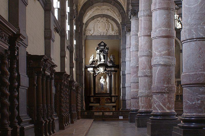 Namur_-_Eglise_Saint-Loup_-_Linkerzijbeuk1.jpg
