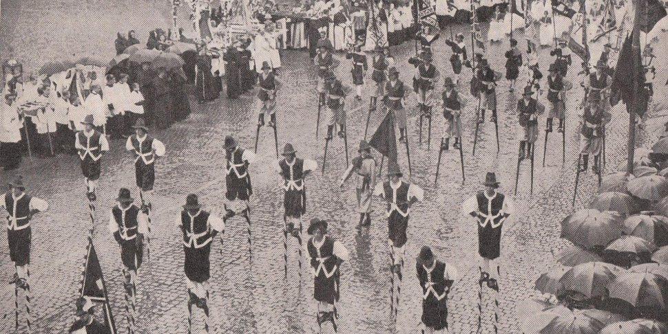 Namur - les échasseurs en 1936