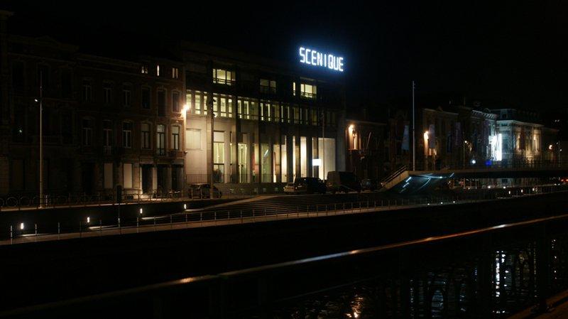 Quai 10 (Charleroi) - vue extérieure de nuit