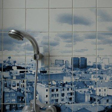 Sous la douche, le ciel - (c) Effi & Amir - CVB / La chose à trois jambes