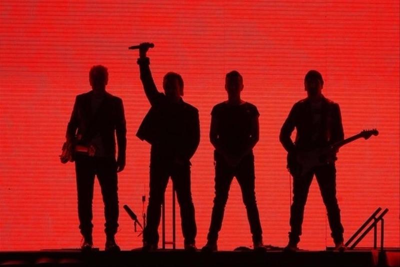 U2 rouge.jpg