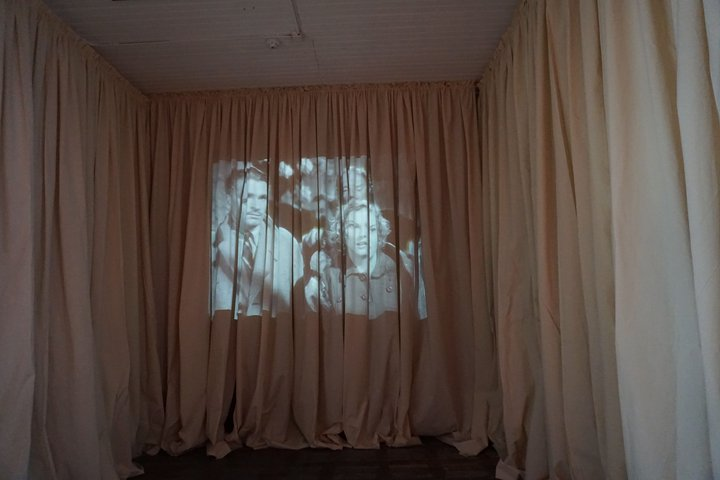 """exposition """"Us"""" - Myriam Hornard : Le dressing"""