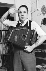 Andrew Weatherall garde a vous