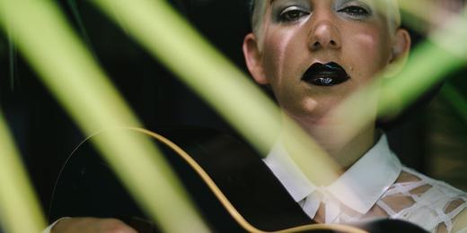 Zoe Boekbinder - photo aux lèvres noires