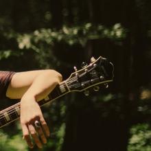 Zoe Boekbinder soleil guitare