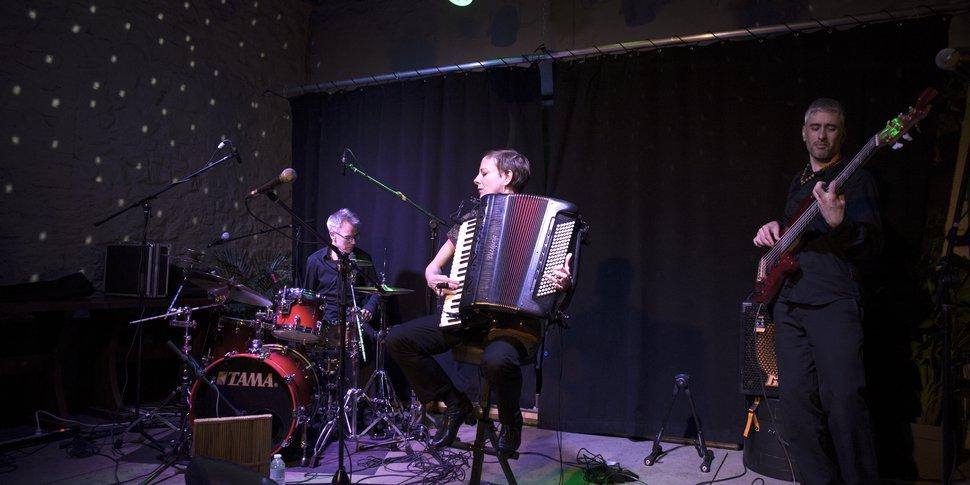 Karine Germaix en trio en concert a Casteau