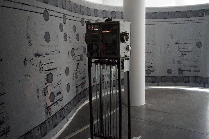 tapisserie pellicule projecteur Dresden D1 - Simon Starling - Le Plateau (Paris)