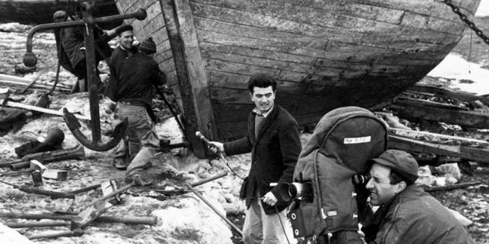 """Marcel Carrière sur le tournage de """"Pour la suite du monde"""" (Pierre Perrault et Michel Brault, 1963)"""